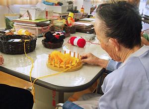 片麻痺の方の編み物による訓練