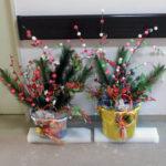 詰め所前の正月用団子木飾り